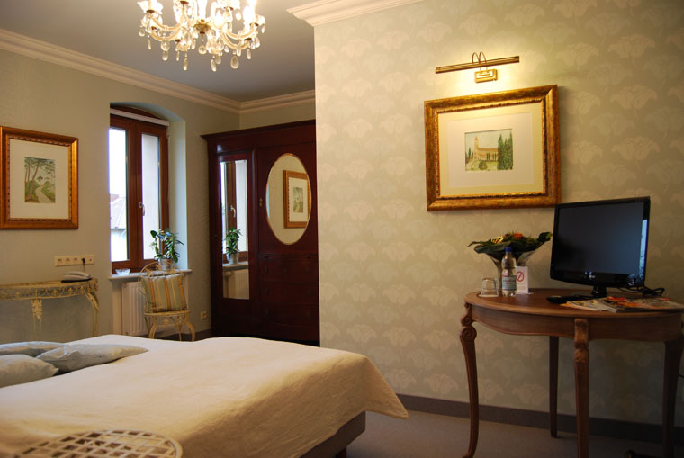 Carrara, Zimmer